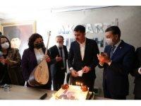 Bakan Kurum Kırşehir'de Cumhurbaşkanı Erdoğan'ın fotoğrafının olduğu pastayı kesti