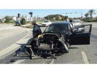 Kırmızı ışık ihlali yapan kamyon otomobilin üzerinden geçerek devrildi: 3 yaralı