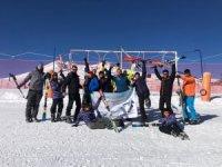 İzmir'den geldiler Erciyes'te kayak yapmanın keyfine vardılar