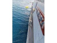 """MSB: """"Gökçeada açıklarında batan teknedeki 2 jandarma personelinden Teğmen Musa Bulut'un naaşı, Sahil Güvenlik Komutanlığı dalgıçları tarafından su altından çıkarılmıştır. Kayıp olan 1 jandarma personelini arama çalışma"""