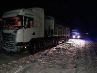 Muş'ta tipiye yakalanan sürücülerin yardımına jandarma yetişti