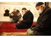 Elazığ'da 65 yaş üstünün sabah namazı mutluluğu