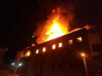 İzmir'de 4 katlı tekstil atölyesinde korkutan yangın
