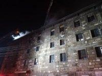 İzmir'de 4 katlı tekstil atölyesinde çıkan yangın söndürüldü