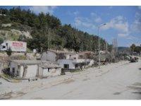 Kuşadası'nda dere yatağındaki evler vatandaşlarla anlaşma yapılarak yıkılacak