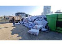 Başakşehir'de kumaş yüklü tır devrildi: 1 yaralı