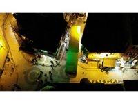 Üsküdar'da tır ara sokakta sıkıştı