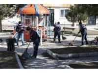 Kütahya'da park ve bahçelerde temizlik