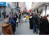 'Kırmızı' alarm veren Samsun'da tedbirler de kuyruklar da arttı