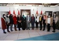 Kadın gazetecilerden Vali Çiçek'e ziyaret