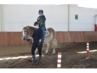 Devlet koruması altında bulunan Afgan çocuklara Atlı terapi