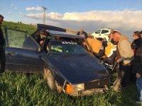Adıyaman'da iki otomobil kafa kafaya çarpıştı: 1'i ağır 3 yaralı