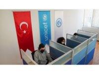 Sığınmacılar için 5 farklı dilde özel danışmanlık hattı