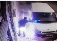 Şanlıurfa'da minibüsün kundaklanma anı kamerada