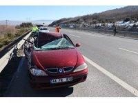 TEM'de tıra çarpan otomobil hurdaya döndü: 1 yaralı
