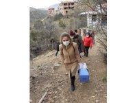 Burhaniye'de aşılama ekipleri yaşlıların ayağına gidiyor
