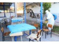 Pamukkale Belediyesi 61 mahalledeki 249 kıraathaneyi dezenfekte ediyor