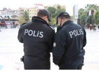 Polis şüphesinde haklı çıktı, göçmen kaçakçısı yakalandı
