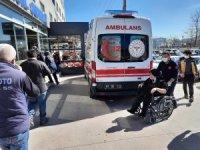 Kaza yapan otomobil savrularak yayaya çarptı: 2 yaralı