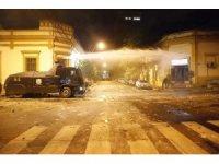 Paraguay'da korona virüs protestoları sokakları savaş alanına çevirdi