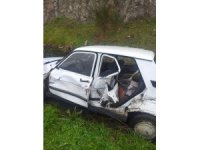 Susurluk'ta beton mikseri ile otomobil kaza yaptı
