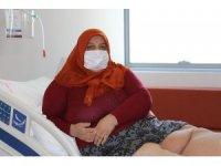 Fil hastası kadın 5 yıldır sokağa dahi çıkamıyordu, artık yürüyebiliyor