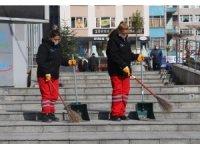 Sanayi kentinin sokakları 'çöpçüler kraliçeleri'ne emanet