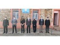 Mardin'de fedakar sağlık çalışanları köy okullarını unutmadı
