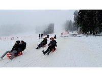 Vakaların yüzde 50 arttığı Kastamonu'da, maskesiz ve sosyal mesafesiz kayak