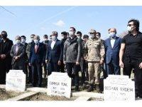 Nusaybin'de 34 yıl önce terör örgütünce katledilenler mezarları başında anıldı