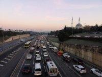 Sokağa çıkma kısıtlamasının ardından İstanbul'da trafik yoğunluğu