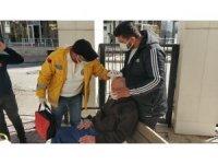 Adliyede otoparkında kafasına bariyer çarpan yaşlı adam yaralandı