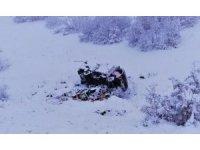 Karlı yolda, kamyonet şarampole devrildi:1 yaralı
