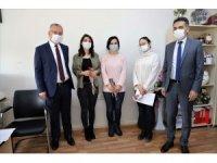 """Rektör Levent, Sağlık Bilimleri Fakültesindeki kadınların """"8 Mart Dünya Kadınlar Günü""""nü kutladı"""