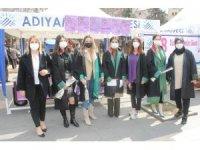 Adıyaman'da avukatlara karanfil dağıtıldı