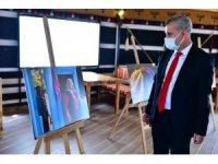 Başkan Çınar, 'kadın ve hayat' fotoğraf sergisini gezdi