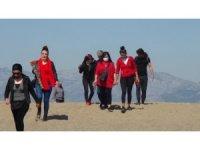 Antalya'da 8 Mart Kadınlar Günü'nde kadınlardan sahil temizliği