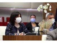 Başkan Böcek'ten, kadın meclis üyelerine orkide