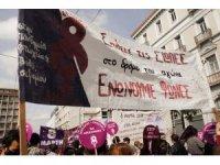 Atina'da 8 Mart kutlaması