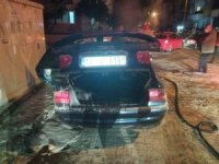Edremit'te park halindeki araç yandı