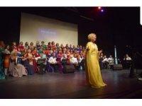 Önder kadın ödülü Aysel Gürel'e