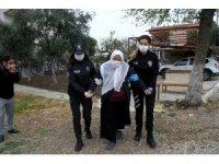 Yaşlıların aşı olabilmesi için polis ekipleri seferber oldu