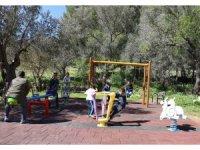 Çocuklar oyun parkına kavuşmanın mutluluğunu yaşadı