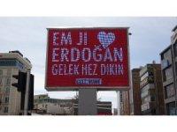 """Van'da 3 dilde """"Erdoğan'ı seviyorum"""" görseli ekrana yansıtıldı"""