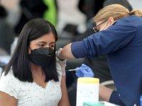 ABD'li uzmanlar açıkladı: Corona aşılarında yan etki kadınlarda daha çok görülüyor