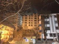 Ankara'da yıkılma tehlikesi bulunan Açelya Apartmanı'nın çatısı çöktü