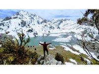 Kar yağışı sonrası kartpostallık manzaralar