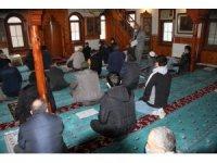 Ramazan ayının ilk Cuma namazı Covid-19'un gölgesinde kılındı