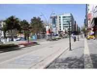 Elazığ'da hafta içi yoğunluk olan caddeler, kısıtlamayla sessizliğe büründü