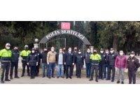 Havran'da polisler şehitliği ağaçlandırdı